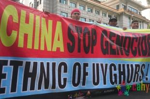 Aksi Mengepung Kantor Kedutaan Besar China